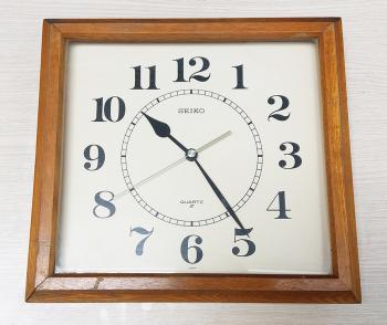 Đồng hồ SEIKO Vỏ Gỗ Vuông – Máy SEIKOSHA JAPAN có nút On/Off