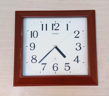 Đồng hồ Citizen Chữ nhật Vỏ Gỗ đặc hình Kim tự tháp – Máy Rhythm - Mã số: CTZ GV876