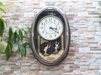 Đồng hồ Seiko Puppet Oval, Quả Lắc Chuông, 2 Chú Lính Chì phát Nhạc Báo Giờ - Mã số: SKP 524